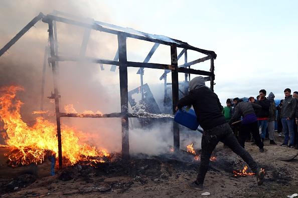 Effort「Destruction Of Calais Jungle Camp Begins」:写真・画像(3)[壁紙.com]