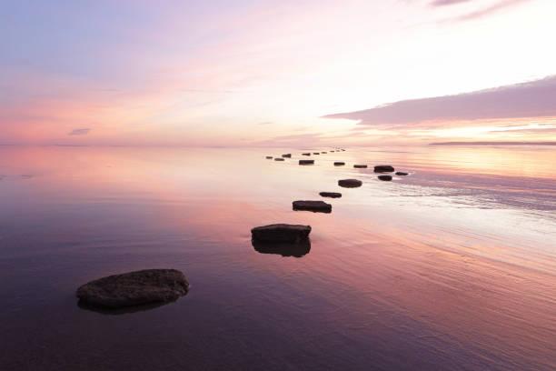 Stepping stones over tranquil water:スマホ壁紙(壁紙.com)