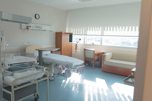 Delivery Room「Empty delivery room at hospital inn a sunny day」:スマホ壁紙(4)