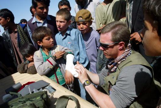 Joe Raedle「U.S. Soldiers Near Bagram Air Base in Afghanistan」:写真・画像(19)[壁紙.com]