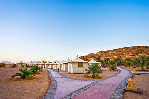 Chalet「Bedouin tents and footpaths, Bait Ali Camp, Wadi Rum, Aqaba, Jordan」:スマホ壁紙(13)