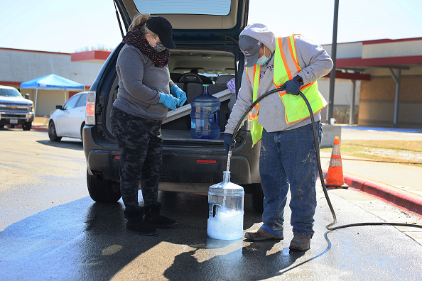 Water「Texas Struggles With Unprecedented Cold And Power Outages」:写真・画像(17)[壁紙.com]