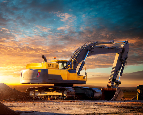 Digging「Tracked excavator at the construction site in the evening.」:スマホ壁紙(4)
