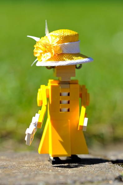 Offbeat「Rachel Trevor-Morgan Fits Designer Hats To LEGOLAND Figures Ahead Of Royal Ascot」:写真・画像(2)[壁紙.com]