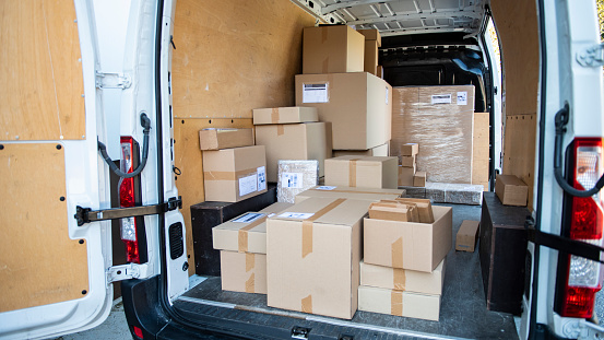 Pallet - Industrial Equipment「Independent Gig Delivery Van Filled with Packages」:スマホ壁紙(11)
