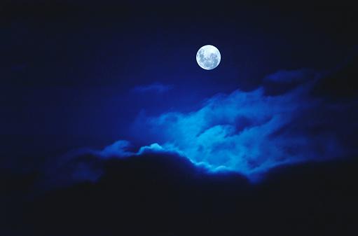 Moon「Full Moon Illuminating Clouds」:スマホ壁紙(2)