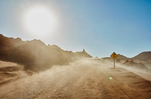 South America「Chile, Valle de la Luna, San Pedro de Atacama, sand track in sandstorm」:スマホ壁紙(7)