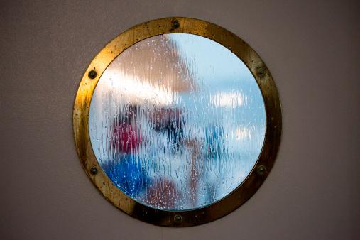 Porthole「Rainy porthole window view」:スマホ壁紙(18)