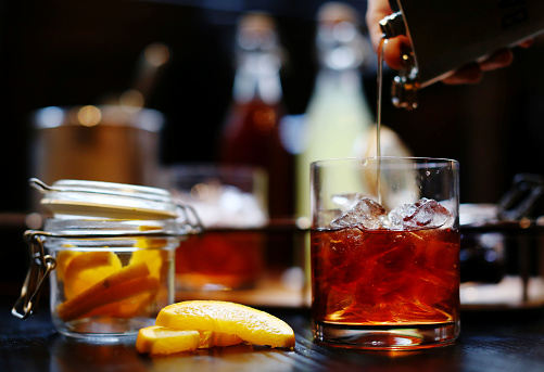 Alcohol - Drink「Bourbon being poured into a glass」:スマホ壁紙(2)