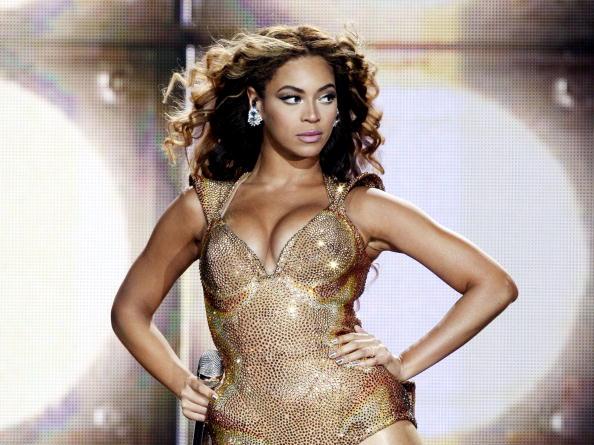 1人「Beyonce Performs at The Staples Center」:写真・画像(14)[壁紙.com]