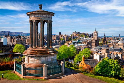 Ancient「Dugald Stewart Monument and view over historic Edinburgh from Calton Hill, Scotland, UK」:スマホ壁紙(11)