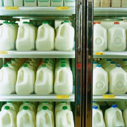 Milk Bottle「Cartons of milk in supermarket refrigerator, full frame」:スマホ壁紙(4)