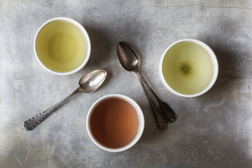 Green Tea「Three tea bowls of Sencha, Hojicha, Genmaicha and three tea spoons」:スマホ壁紙(13)