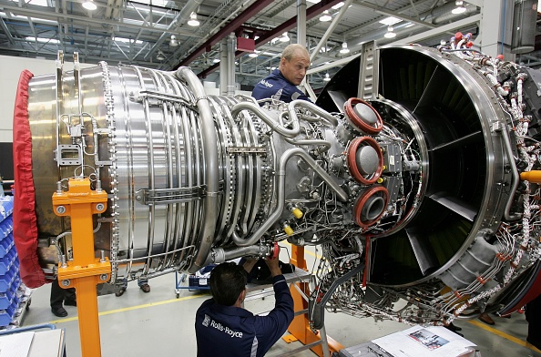 Engine「Tiefensee Visits Rolls-Royce Aircraft Engine Plant」:写真・画像(4)[壁紙.com]