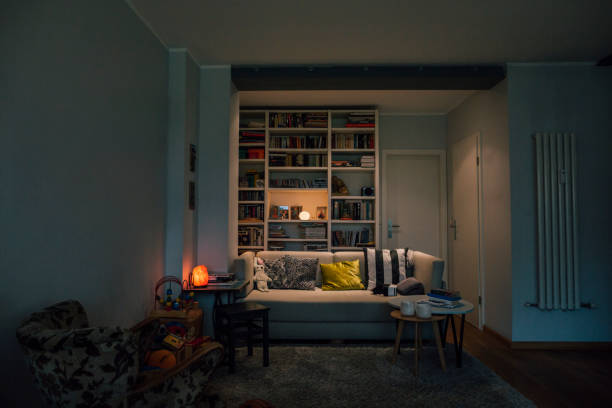 Couch in cozy living room:スマホ壁紙(壁紙.com)