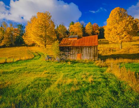 グリーン山脈「バーモント州の古い砂糖の家とニューイングランドの秋の田舎」:スマホ壁紙(12)
