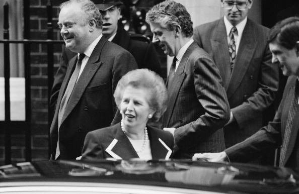 Peter Macdiarmid「Thatcher Leaves」:写真・画像(13)[壁紙.com]