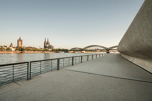 River「Cologne at sunrise」:スマホ壁紙(19)