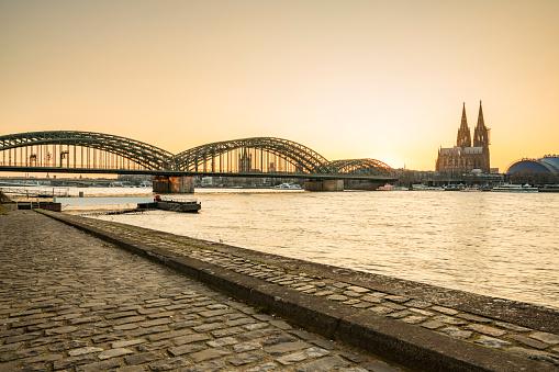 Cathedral「Cologne at sunset」:スマホ壁紙(2)