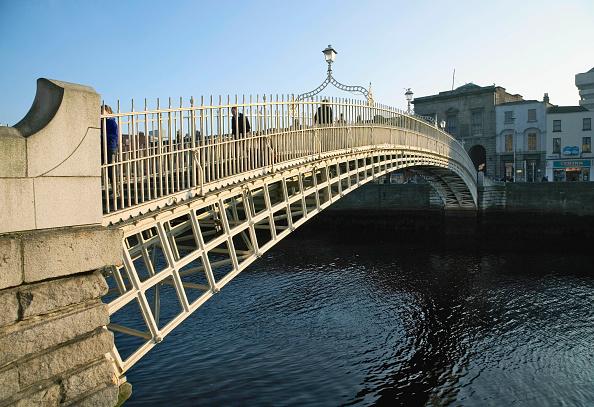 Cast Iron「Ha Penny Bridge and River Liffey, Dublin, Ireland」:写真・画像(10)[壁紙.com]