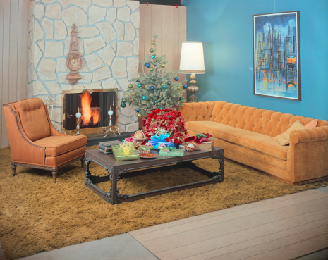 Archival「Living room with fireplace and Christmas tree in background」:スマホ壁紙(16)