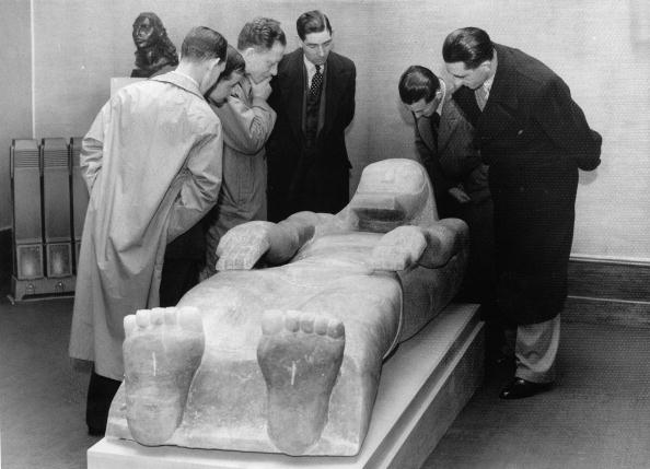 Alabaster「Jacob Epstein's latest work, a recumbent alabaster figure of Christ, shows the nails marks in His hands and His feet, Photograph, Leicester Galleries, London, October 21st 1937」:写真・画像(1)[壁紙.com]