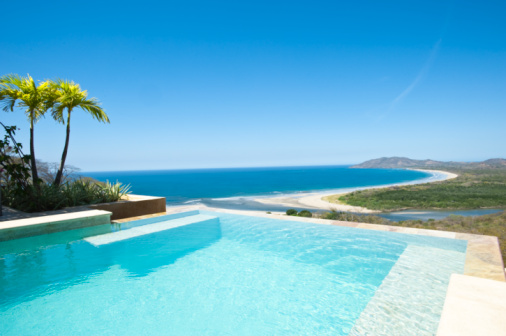 Central America「Infinity pool overlooking beach and Pacific Ocean」:スマホ壁紙(19)