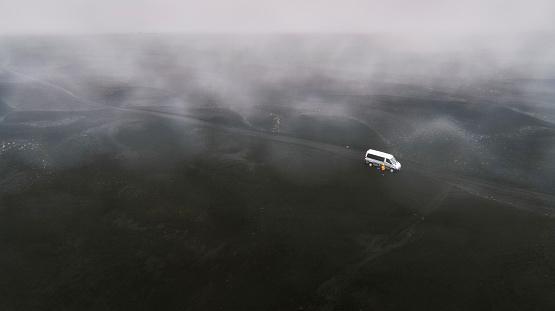 黒砂「Flying drones - Blacks Sands and Riverbeds, Iceland」:スマホ壁紙(11)