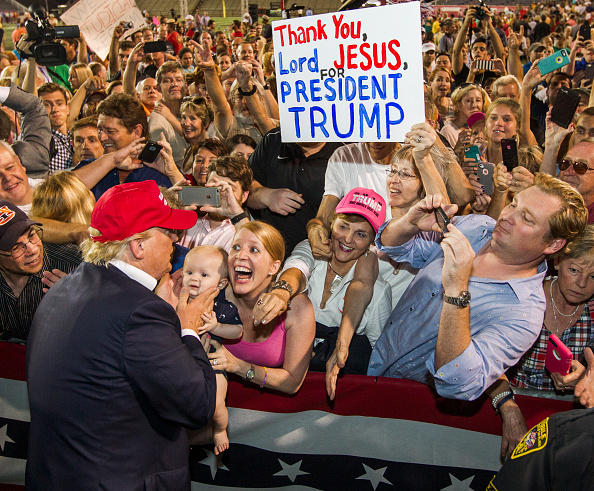Political Rally「Donald Trump Holds Campaign Rally In Mobile, Alabama」:写真・画像(6)[壁紙.com]
