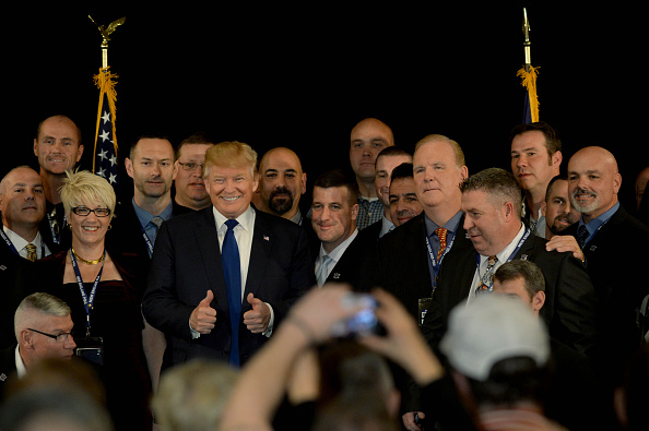 Representing「GOP Presidential Front Runner Donald Trump Attends The New England Police Benevolent Association Meeting」:写真・画像(2)[壁紙.com]