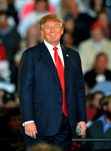 縦位置「Donald Trump Holds Campaign Rally In Des Moines」:写真・画像(5)[壁紙.com]