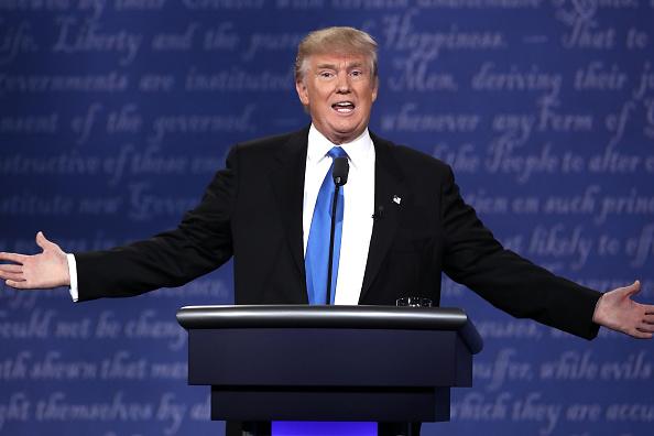 カメラ目線「Hillary Clinton And Donald Trump Face Off In First Presidential Debate At Hofstra University」:写真・画像(19)[壁紙.com]