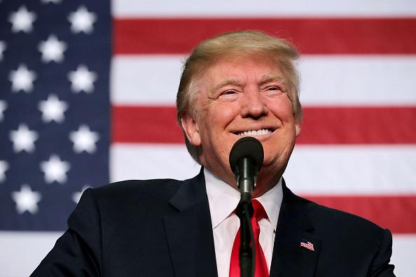 笑顔「Donald Trump Campaigns In Golden, Colorado」:写真・画像(13)[壁紙.com]