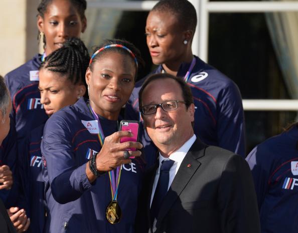 Photography Themes「President Francois Hollande Hosts France Athletics Team At Elysee Palace」:写真・画像(2)[壁紙.com]