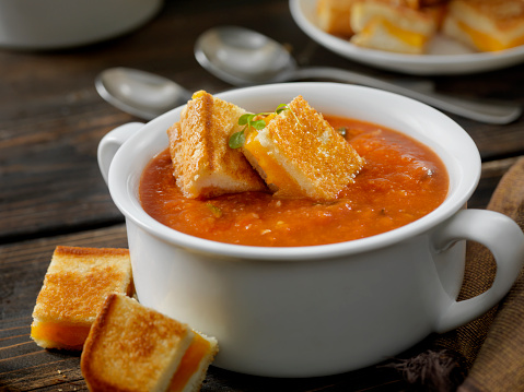 Mozzarella「Roasted Tomato, Garlic and Basil Soup with Grilled Cheese Croutons」:スマホ壁紙(14)