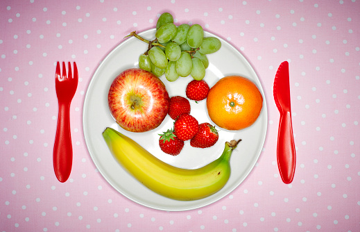 Happiness「Plate with fruits building funny face and red plastic cutlery on pink cloth」:スマホ壁紙(17)