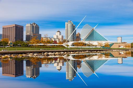 Waterfront「Skyscrapers skyline of Milwaukee and Lake Michigan, WI」:スマホ壁紙(11)