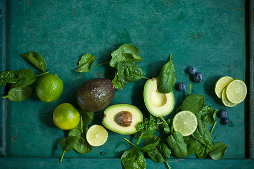 Avocado「Spinach leaves, avocados and blueberries on green ground」:スマホ壁紙(4)