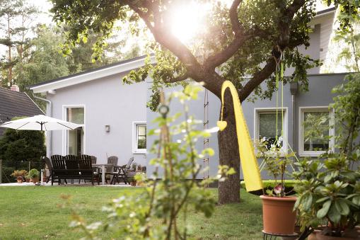 Bungalow「Germany, Eggersdorf, bungalow and garden」:スマホ壁紙(17)