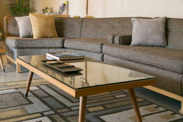 Coffee table with glass and sectional sofa:スマホ壁紙(壁紙.com)