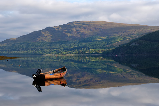 Recreational Boat「Boat on Loch Broom」:スマホ壁紙(9)