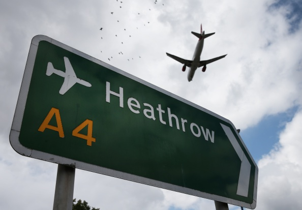 Airport Runway「The Debate Over The Third Runway At Heathrow Airport Continues」:写真・画像(0)[壁紙.com]