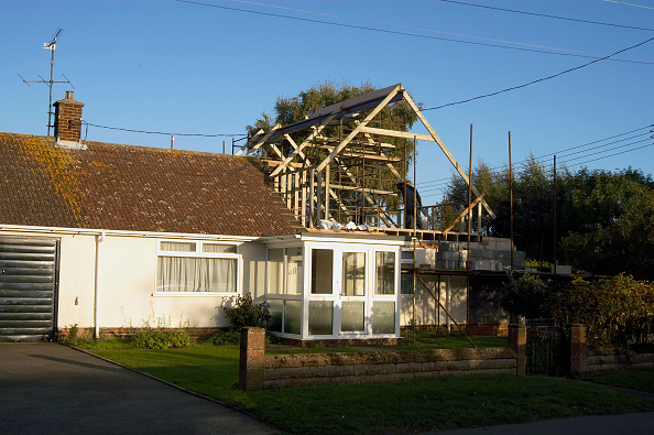 Bungalow「Extension in progress on a 1960s bungalow, United Kingdom」:写真・画像(6)[壁紙.com]