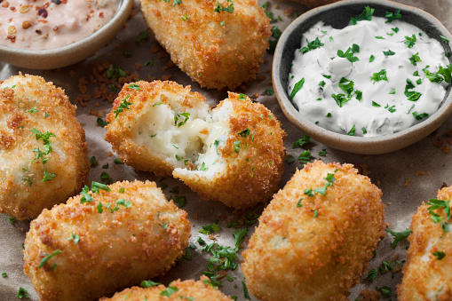 Sour Cream「Creamy Mashed Potato Croquettes with Cheese and Sour Cream Dip」:スマホ壁紙(13)