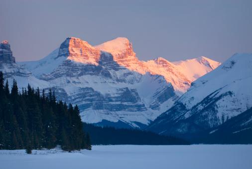アサバスカ山「Maligne Lake, Jasper National Park」:スマホ壁紙(3)