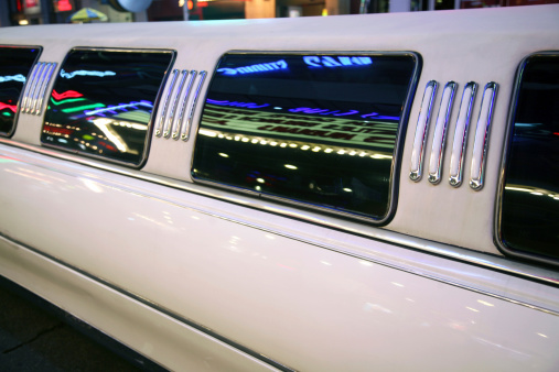 Long「Detail Of Limousine With Neon Reflections」:スマホ壁紙(3)