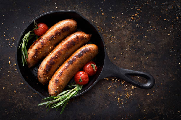 Sausages in a skillet:スマホ壁紙(壁紙.com)