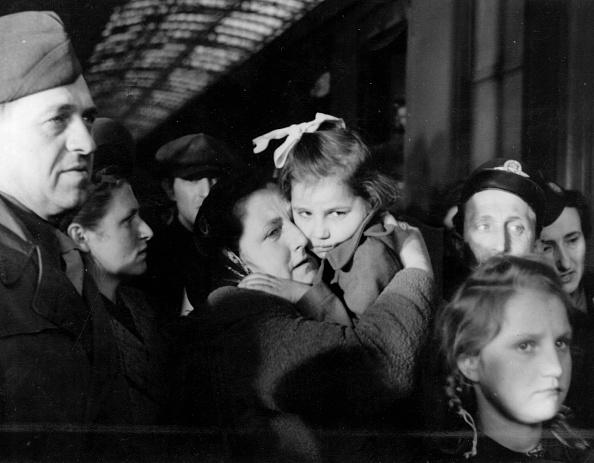 Erich Auerbach「Refugees」:写真・画像(14)[壁紙.com]