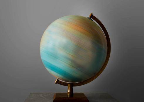 Spinning「Turning globe.」:スマホ壁紙(18)