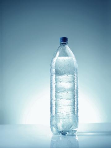 Back Lit「Plastic bottle of mineral water. Condensation」:スマホ壁紙(19)